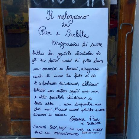 """Chiude il negozio 'Il Melograno': """"abbiamo lottato per restare aperti ma non è stato possibile"""""""