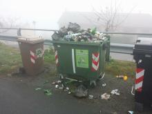 Segnalazione di rifiuti in via Simiani